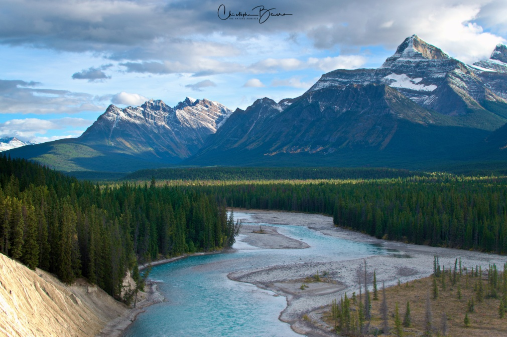 A wider view of Athabasca river, with the valley and a variety of mountains.