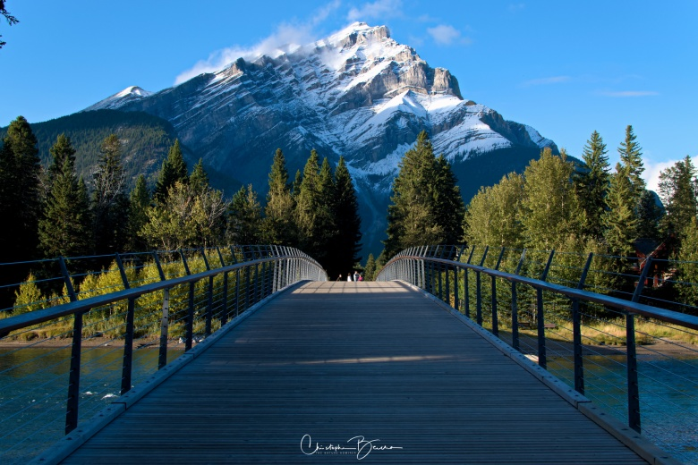 The pedestrian bridge with Cascada Mountain in all its glory as the backdrop. These are sights to contemplate.