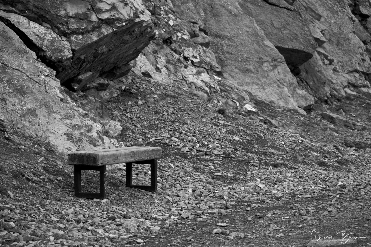 Back in the old days, people would sit down on this bench to contemplate the landscape and not care about anything else in the world. Nowadays, all we want to do is quickly reach that famous spot to take a selfie and brag about it. That reminded me to shut off my camera from time to time, and just gaze at what was upon me.